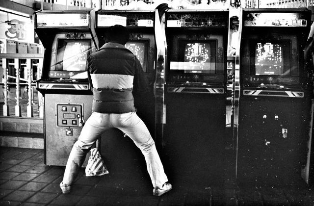 Capturing the Coolness of California Arcades in the Early 80s